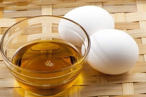 Clarifier les cheveux du miel et lhuile dolive