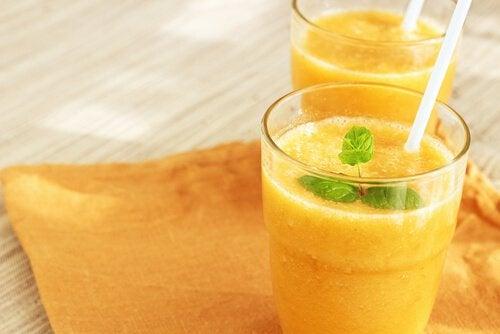 Comment préparer un délicieux smoothie à l'orange pour être en forme et énergique