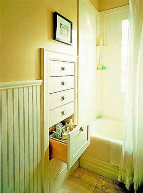tiroirs sur le mur des salles de bain