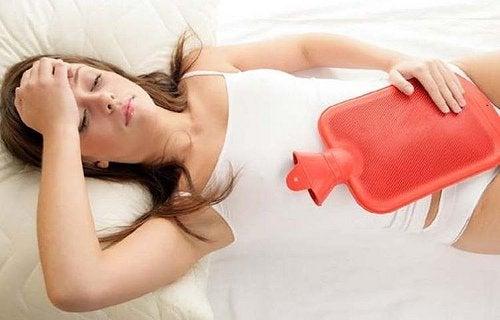 symptômes de l'endométriose : douleurs pelviennes chroniques