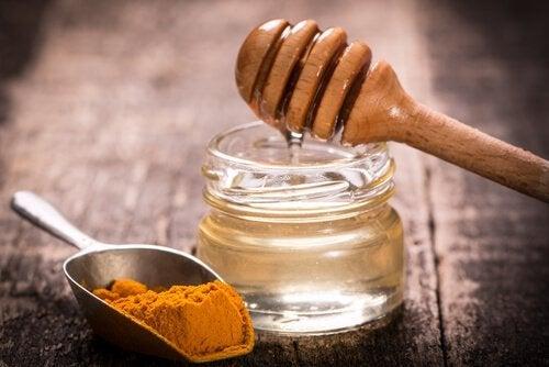 Se nettoyer les poumons avec un sirop naturel au gingembre et au curcuma