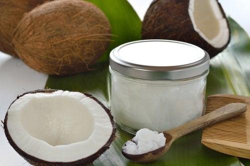 Huile de coco pour épaissir les cheveux fins