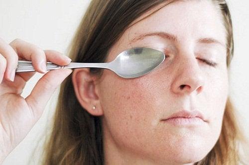 Une piqûre contre loedème des oeil