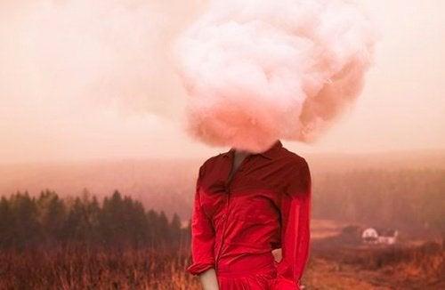 Femme-nuage-sur-la-tete-500x326