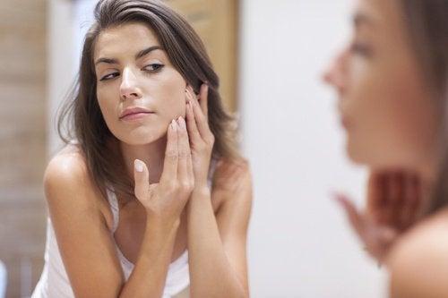 Du vinaigre contre l'acné.