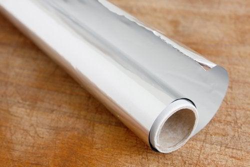Le papier aluminium peut être utile pour enlever la rouille.