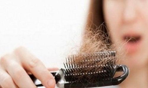 chute-de-cheveux-500x298