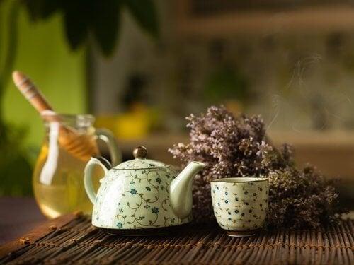Comment-preparer-eau-tiede-miel-500x375