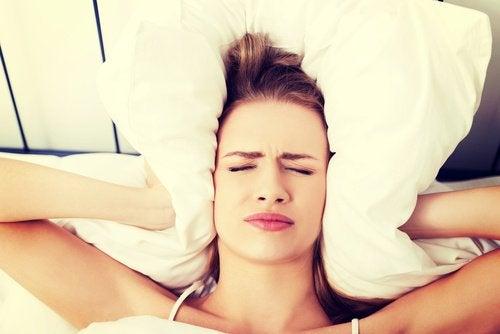 Pourquoi ai-je un mal de tête au lever ?