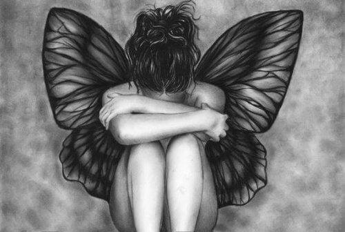 femme papillon noir