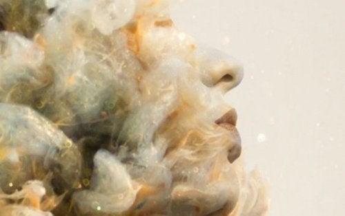 Femme-nuages-500x314
