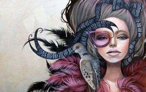 Femme avec un oiseau sur l'épaule