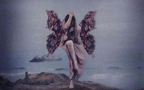 Femme-qui-vole-au-dessus-de-l'abime-500x313