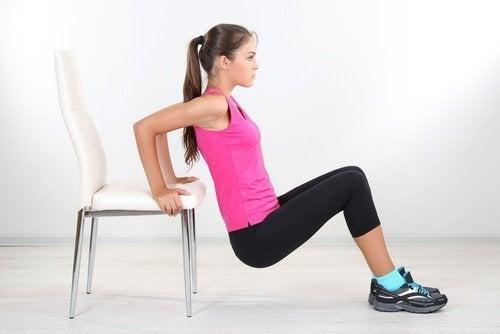 des flexions de triceps pour une meilleure activité sexuelle