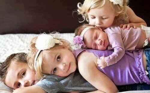 Grands frères et sœurs : amis et deuxièmes parents