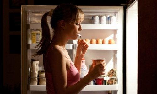 signes de déséquilibre des hormones : compulsion alimentaire