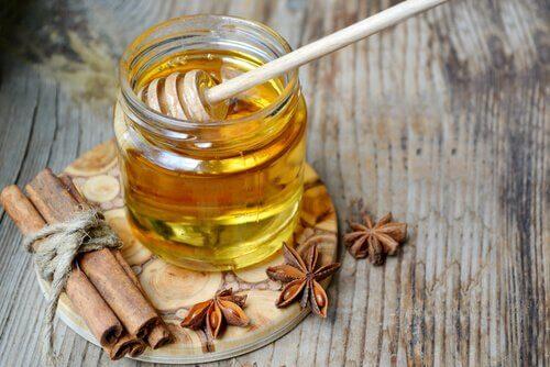 Miel-cannelle-et-eau