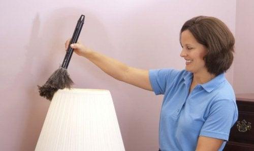 Nettoyez les ampoules pour éviter les mauvaises odeurs.