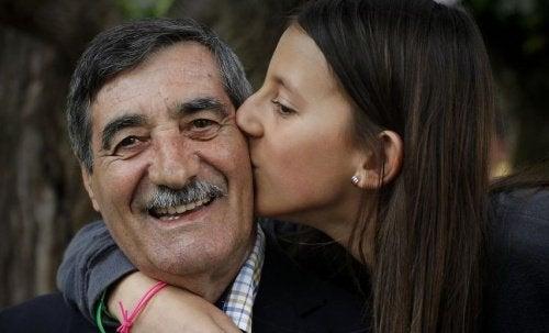 Une petite fille de 11 ans sauve la vie de son grand-père lors d'un infarctus