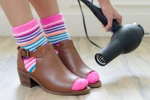 Sécher vos chaussures.