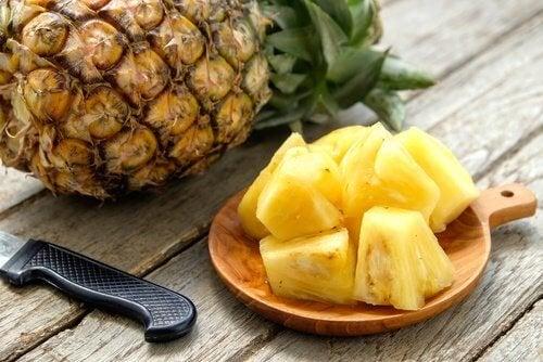 Nettoyez le côlon avec l'ananas.