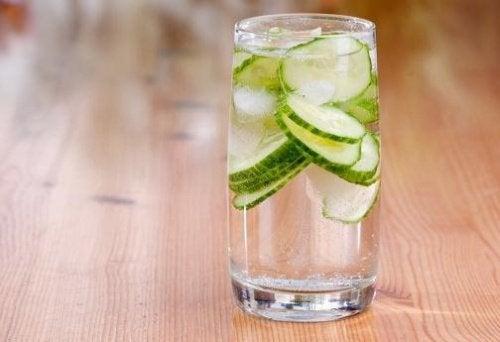 bienfaits-eau-concombre-500x342