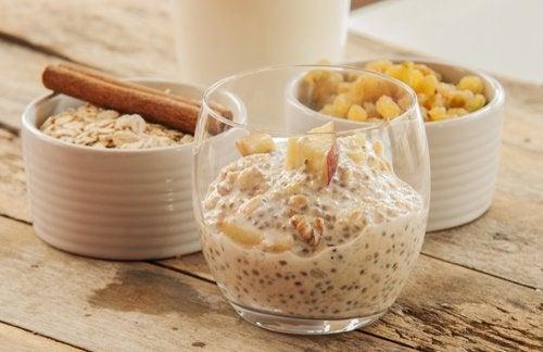 Mélangez des graines de chia et de l'avoine, et profitez-en le jour suivant
