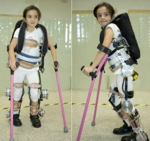 enfant-et-exosquelette-500x469