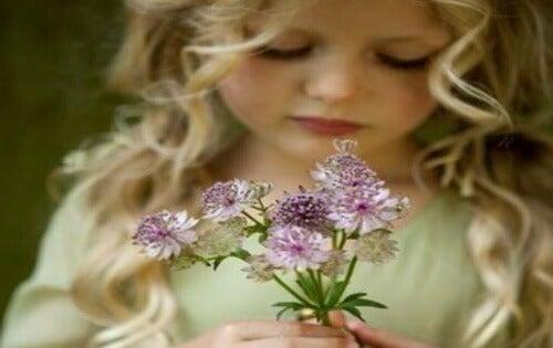 fille-avec-des-fleurs-Copy-500x315