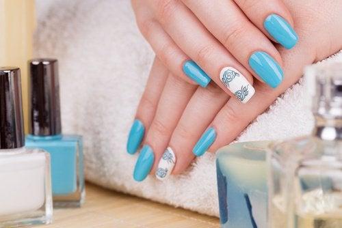 Quels sont les dangers des ongles acryliques ?