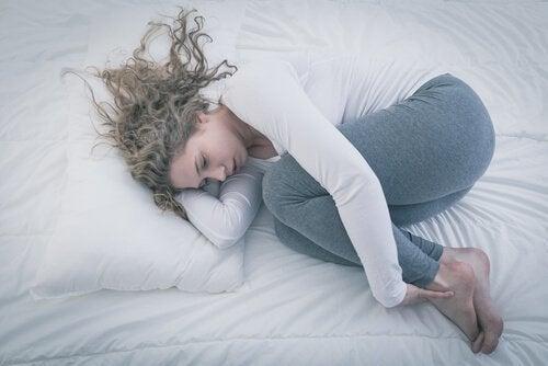 adolescente-dans-le-lit-depression500x334