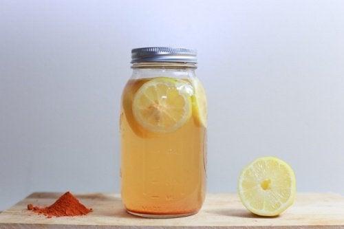 Boisson curcuma-citron pour maigrir et mieux digérer