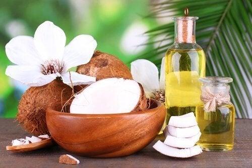noix de coco pour lisser les cheveux.