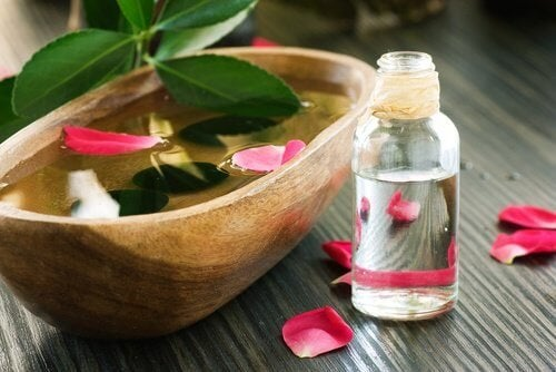 eau de rose pour les cheveux