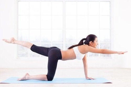 étirements et équilibre pour lutter contre la cellulite