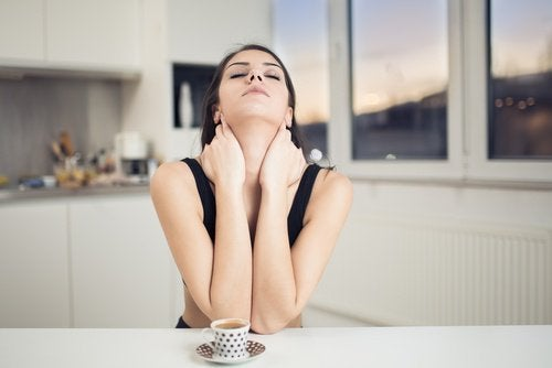 exercices pour le cou pour éviter la flaccidité