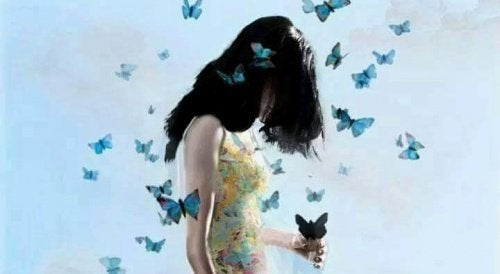 Femme-et-papillons-500x274