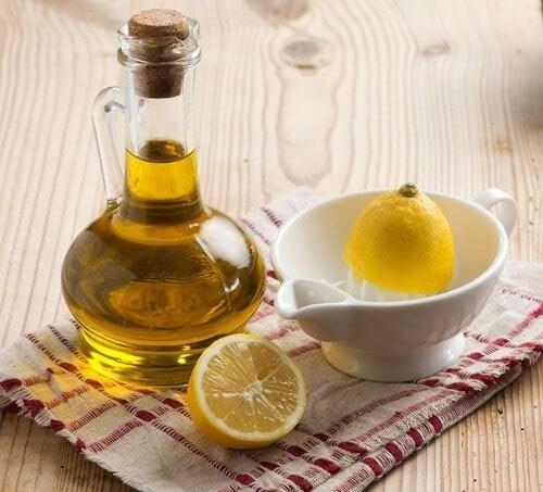 huile d'olive et citron pour lisser les cheveux.