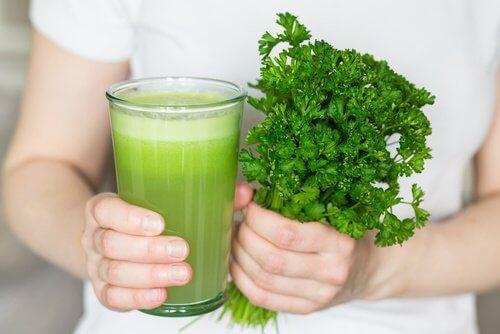 Éliminez les mauvaises odeurs buccales et corporelles en prenant ce jus naturel