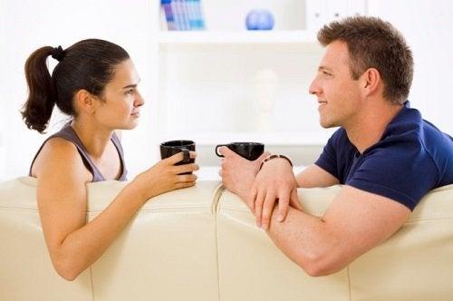 les-couples-sains-secoutent-500x332