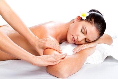 soin de la peau pour obtenir des bras fermes