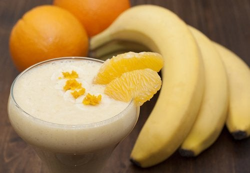 smoothie à la banane et à l'orange