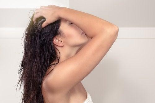 Après shampoing pour des cheveux sains.