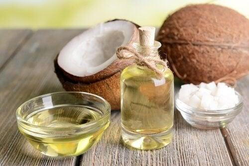L'huile de coco pour ses mains.