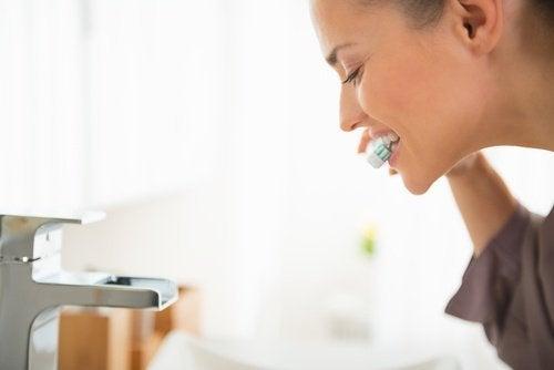 L'eau oxygénée pour les dents.