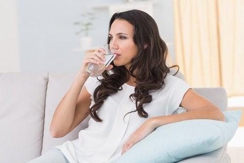 boire de l'eau pour mincir des cuisses