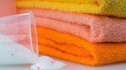 5 méthodes pour blanchir vos serviettes sans produits chimiques agressifs