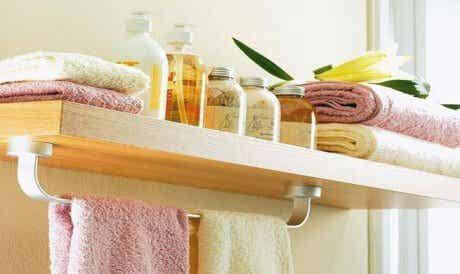 8 choses à ne jamais laisser dans votre salle de bains
