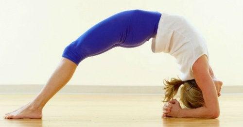 5 postures de yoga contre le stress et l'anxiété