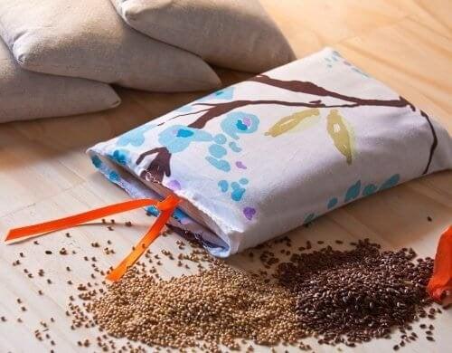 Comment faire de petits sachets de graines pour calmer les douleurs